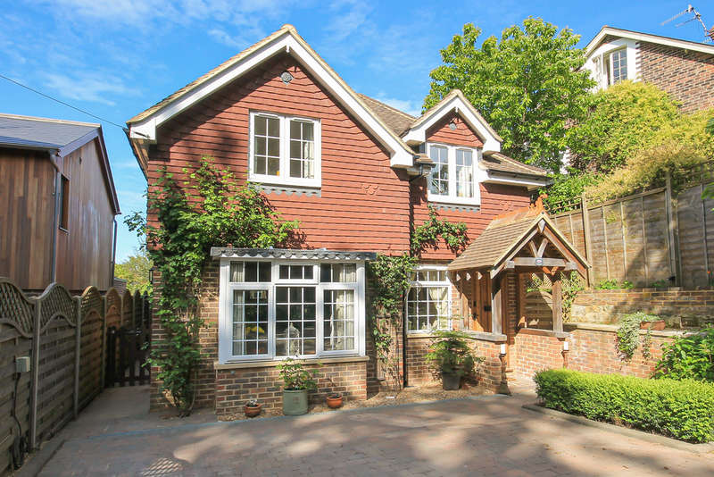 3 Bedrooms Detached House for sale in Inkpen Lane, Forest Row