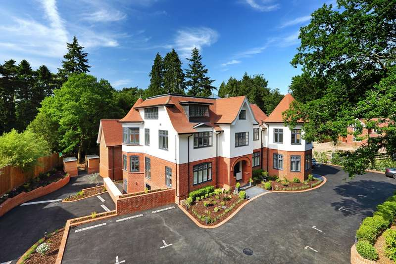 2 Bedrooms Penthouse Flat for sale in Tower Road, Hindhead, GU26