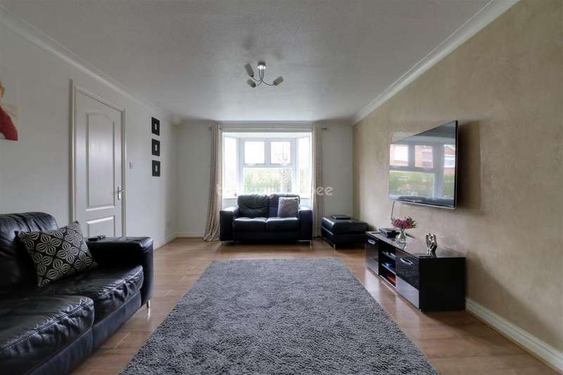 4 Bedrooms Detached House for sale in Collingtree Ave, Winsford