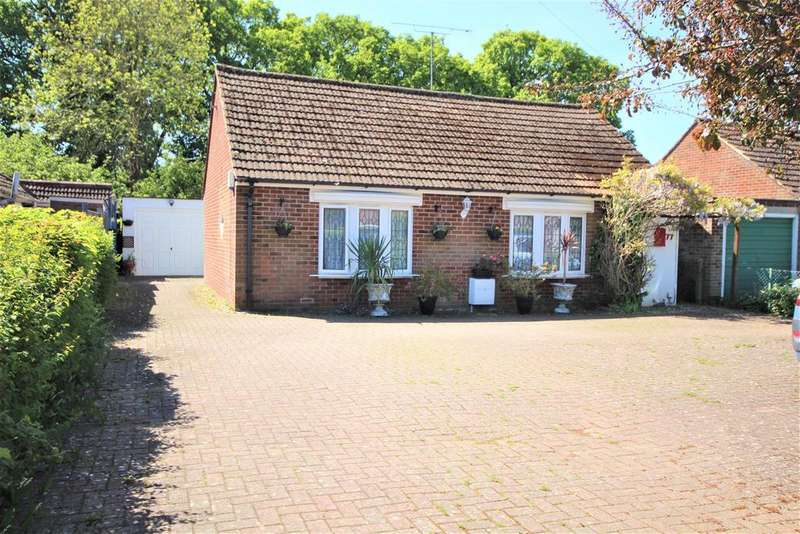 3 Bedrooms Detached Bungalow for sale in Woodlands Avenue, Reading
