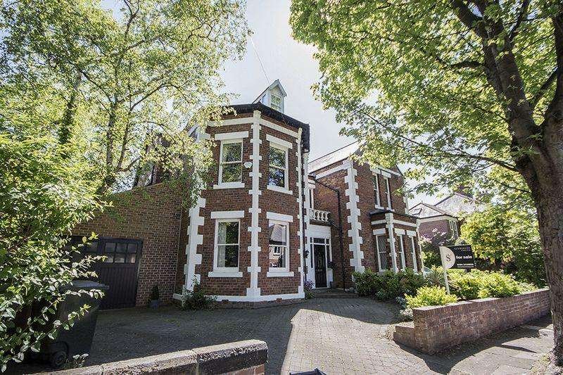 5 Bedrooms Detached House for sale in 9 Forest Avenue, Forest Hall