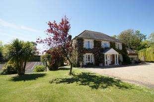 5 Bedrooms Detached House for sale in Telham Lane, Battle, East Sussex, .
