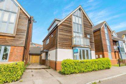 5 Bedrooms Detached House for sale in Kingswear Drive, Broughton, Milton Keynes, Na