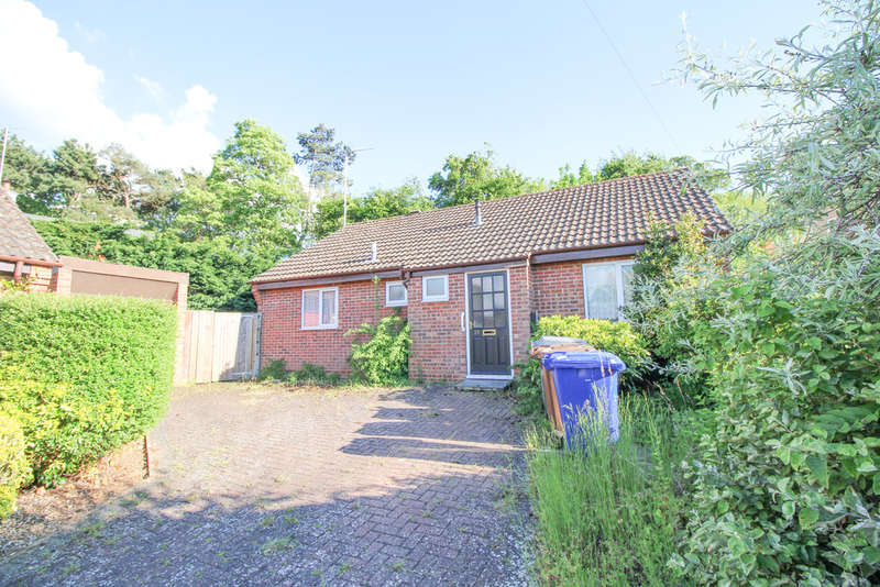 3 Bedrooms Detached Bungalow for sale in Barry Lynham Drive, Newmarket
