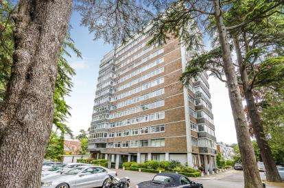 2 Bedrooms Flat for sale in Bassett Avenue, Southampton, Hampshire
