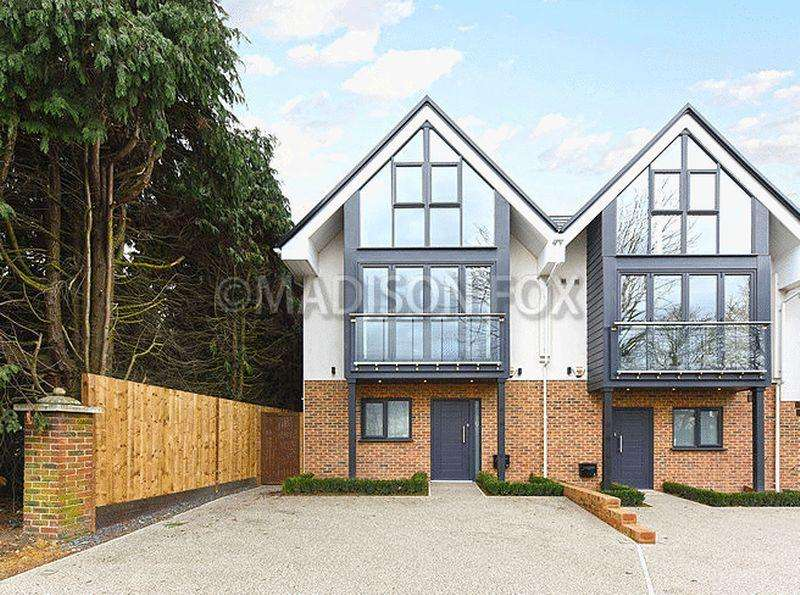 4 Bedrooms End Of Terrace House for rent in Hainault Road, Chigwell, IG7