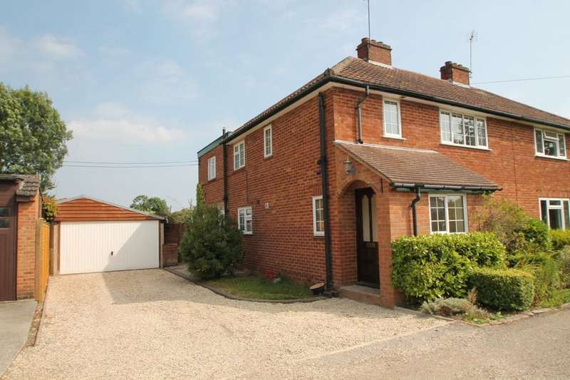 3 Bedrooms Semi Detached House for rent in Hawthorn Cottages, Nr Reading