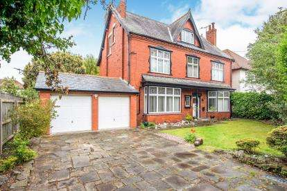 6 Bedrooms Detached House for sale in Jubilee Road, Formby, Liverpool, Merseyside, L37