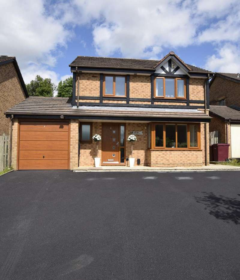 3 Bedrooms Detached House for sale in Whittaker Close, Burnley BB12 8XG
