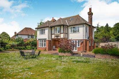 4 Bedrooms Detached House for sale in Cromer, Norfolk, United Kingdom