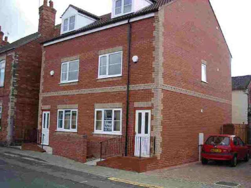 3 Bedrooms Semi Detached House for sale in Torr Street, Gainsborough