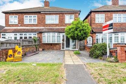 3 Bedrooms Semi Detached House for sale in Rainham, Havering, Essex