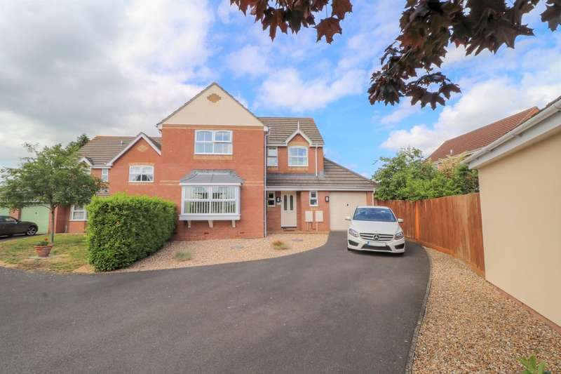 4 Bedrooms Detached House for sale in Simmons Close, Street