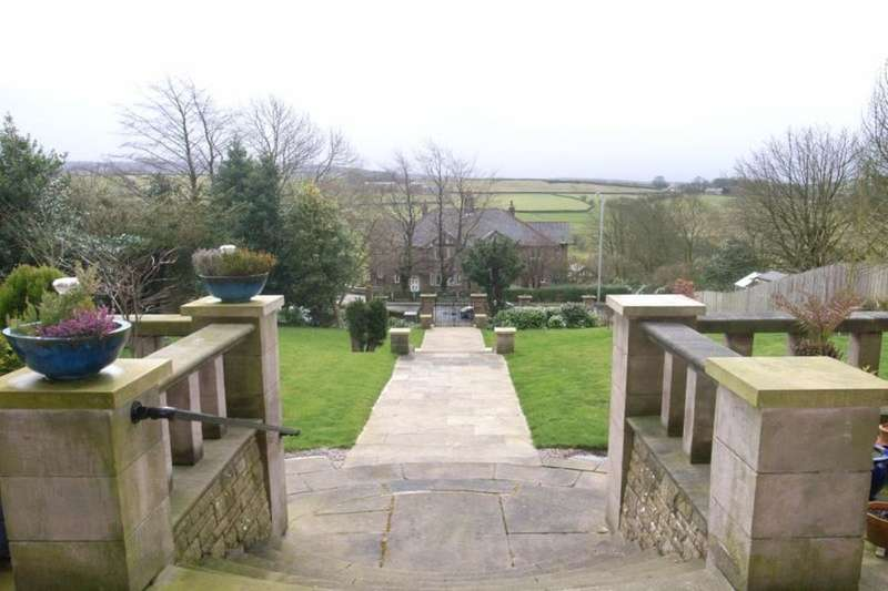 2 Bedrooms Flat for sale in Alma Road, Colne, BB8