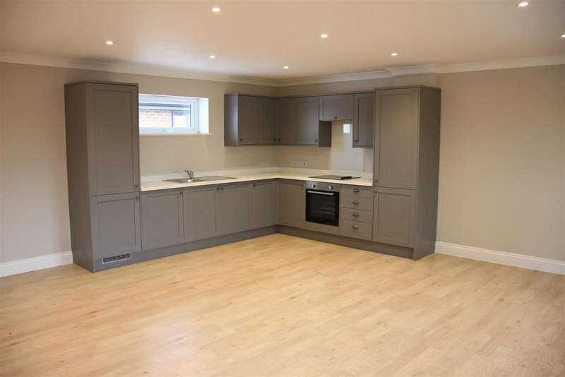 2 Bedrooms Apartment Flat for sale in Copt Oak Court, Narborough,