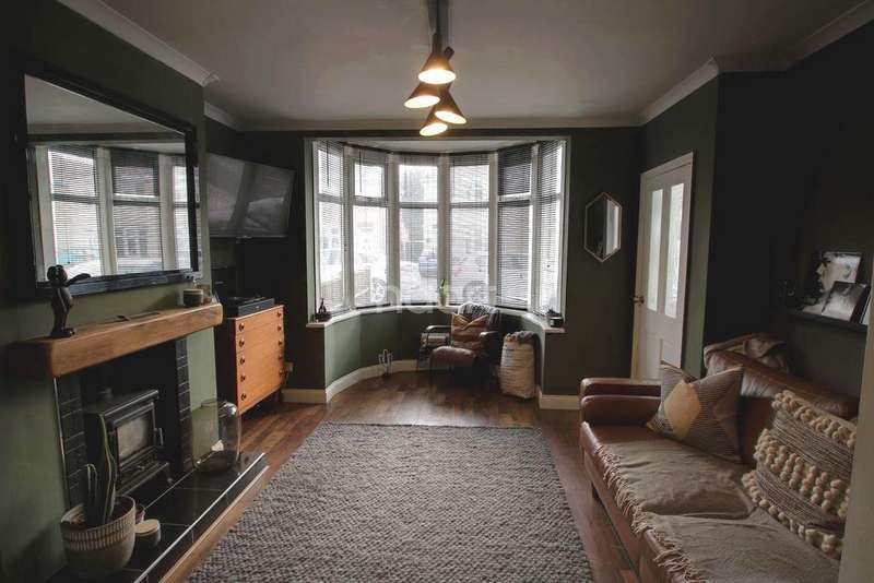 3 Bedrooms Semi Detached House for sale in Thirlmere Road, Hinkley, Leicester