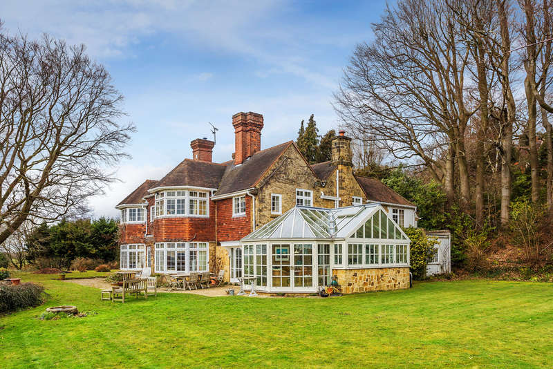 5 Bedrooms Detached House for sale in Caxton Lane, Limpsfield Chart, Oxted, RH8