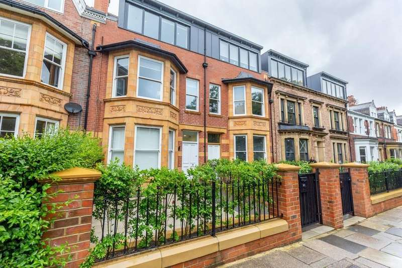 2 Bedrooms Penthouse Flat for rent in West Avenue, Gosforth, Newcastle Upon Tyne