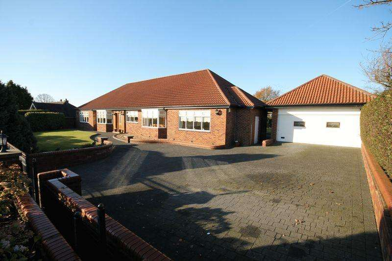 5 Bedrooms Detached Bungalow for sale in Dicconson Lane, Westhoughton, Bolton, Lancashire.