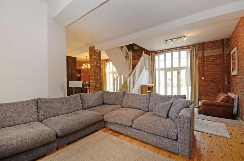 4 Bedrooms Terraced House for sale in Hall Drive, Sutton Scarsdale, Chesterfield