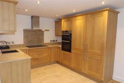 2 Bedrooms Flat for rent in Exeter
