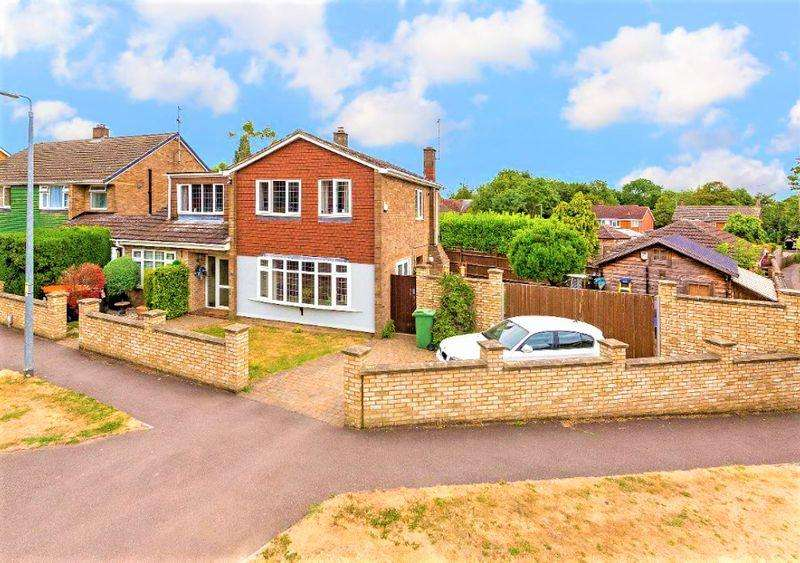 5 Bedrooms Detached House for sale in Stunning DETACHED Home On Dalling Drive