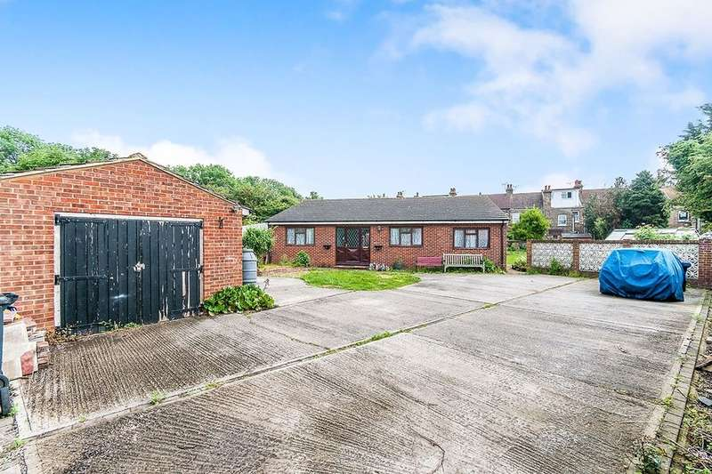 4 Bedrooms Detached Bungalow for sale in Manston Road, Ramsgate, CT11