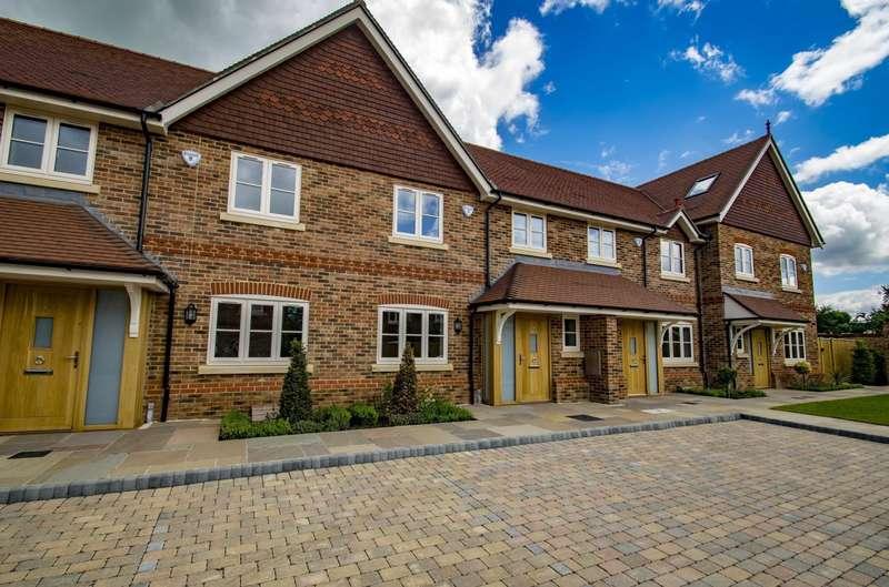 2 Bedrooms Terraced House for sale in Kings Mews, Goring On Thames, RG8