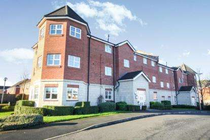 3 Bedrooms Flat for sale in The Elms, Sandbach Drive, Northwich, Cheshire