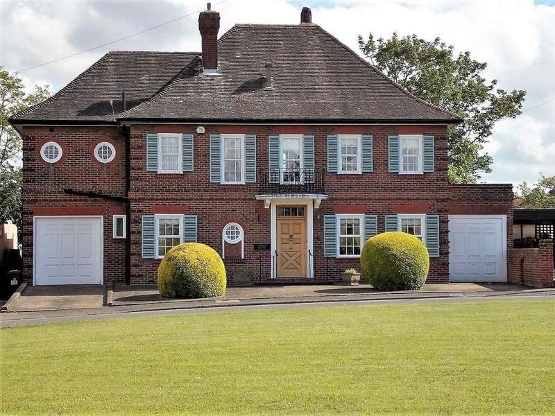 5 Bedrooms Detached House for sale in 44 Priestfields, Rochester, Kent ME1