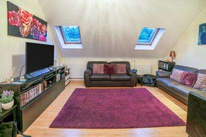 2 Bedrooms Flat for sale in Marsh Road, Luton, Bedfordshire, United Kingdom