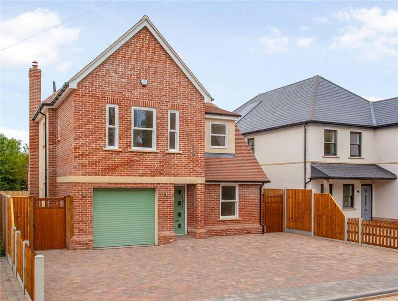 4 Bedrooms Detached House for sale in Brooklands, Southend Road, Howe Green, Chelmsford, CM2