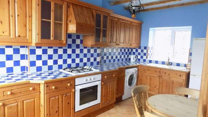 3 Bedrooms Semi Detached House for sale in Heol Gerrig, Abertillery. NP13 1BJ.