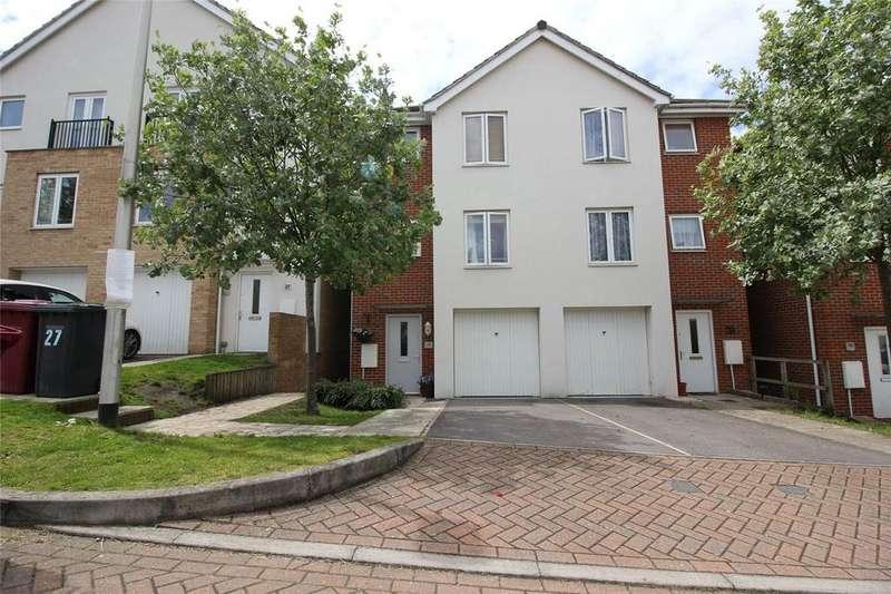 4 Bedrooms Semi Detached House for sale in Regis Park Road, Reading, Berkshire, RG6