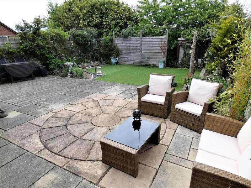 3 Bedrooms Detached House for sale in Fieldfare Green, Luton