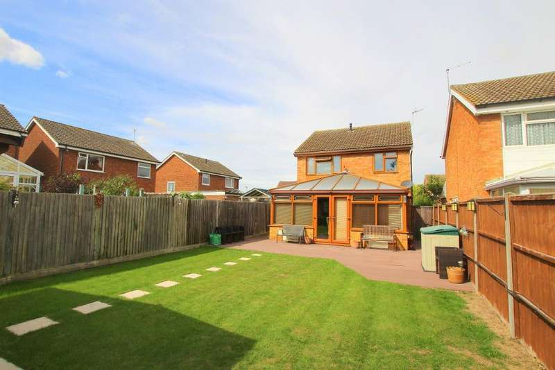 3 Bedrooms Detached House for sale in Hillson Close, Marston Moretaine, Bedfordshire, MK43 0QN