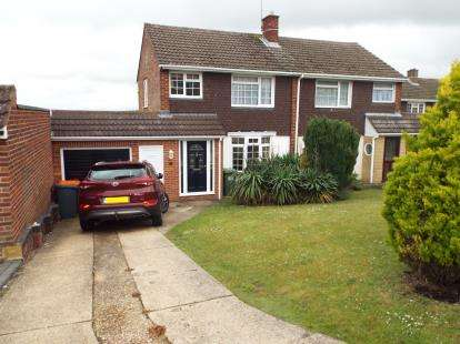 3 Bedrooms Semi Detached House for sale in Canesworde Road, Dunstable, Bedfordshire, England