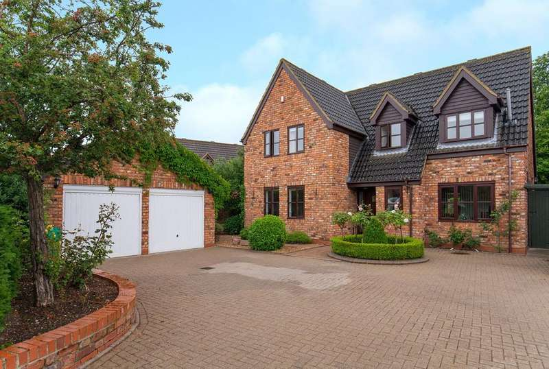 4 Bedrooms Detached House for sale in Tithe Farm Close, Langford, Biggleswade, SG18