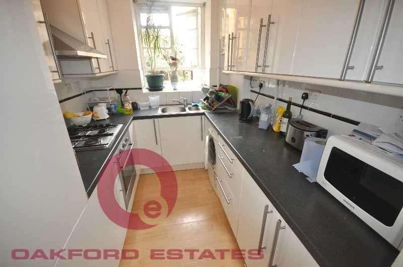 3 Bedrooms Flat for rent in Portpool Lane, Clerkenwell, London EC1N