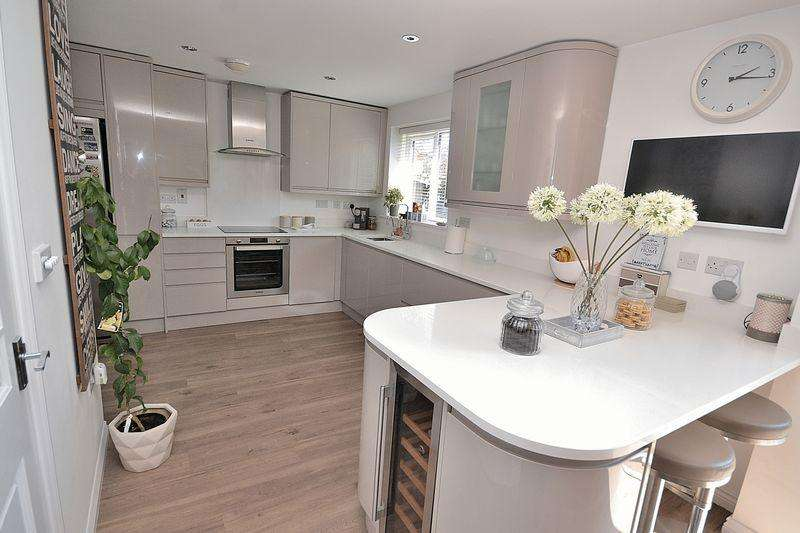 5 Bedrooms Detached House for sale in STUNNING!! - Unique family home finished to a VERY HIGH SPEC...