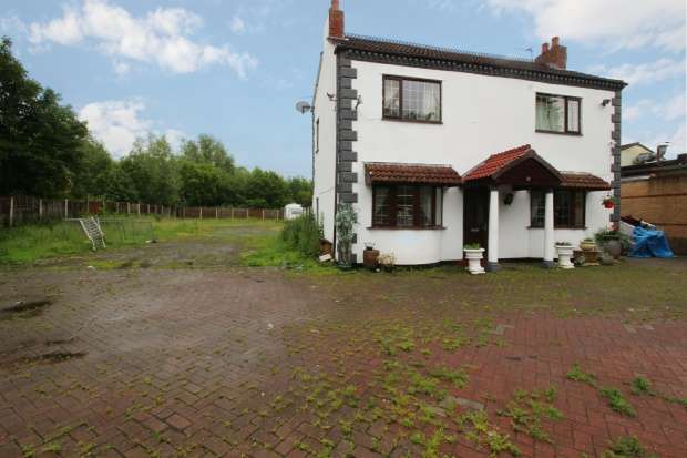 3 Bedrooms Detached House for sale in Dove Cottage, Wigan, Lancashire, WN5 0PS