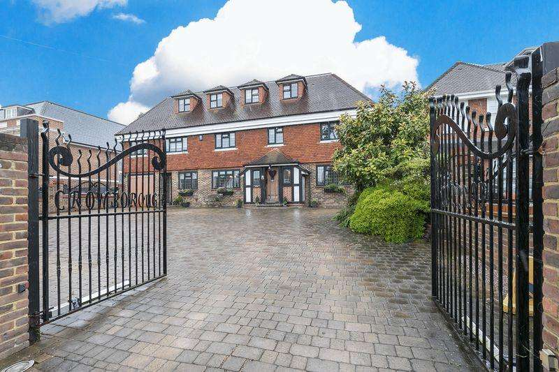 7 Bedrooms Detached House for sale in High Road, Chigwell IG7