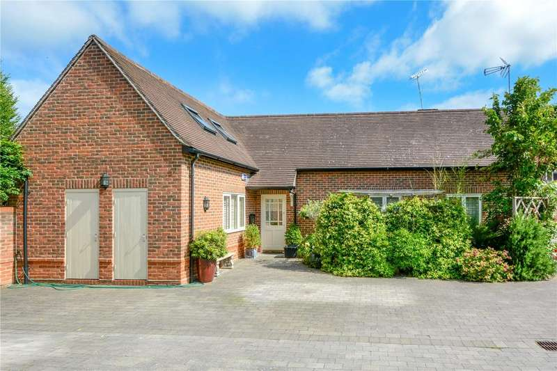 2 Bedrooms Detached Bungalow for sale in Yeoman Court, Wokingham, Berkshire, RG40