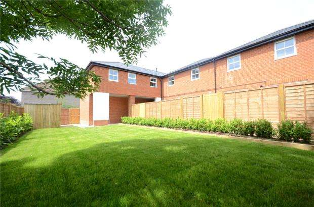 2 Bedrooms Maisonette Flat for sale in Church Street, Theale, Reading