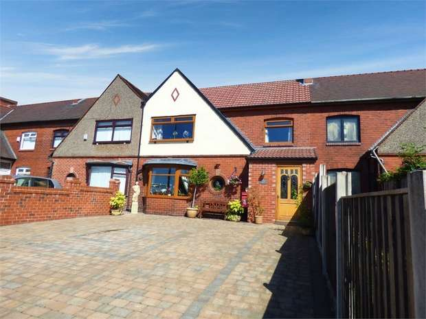 4 Bedrooms Terraced House for sale in Broadway, Chadderton, Oldham, Lancashire