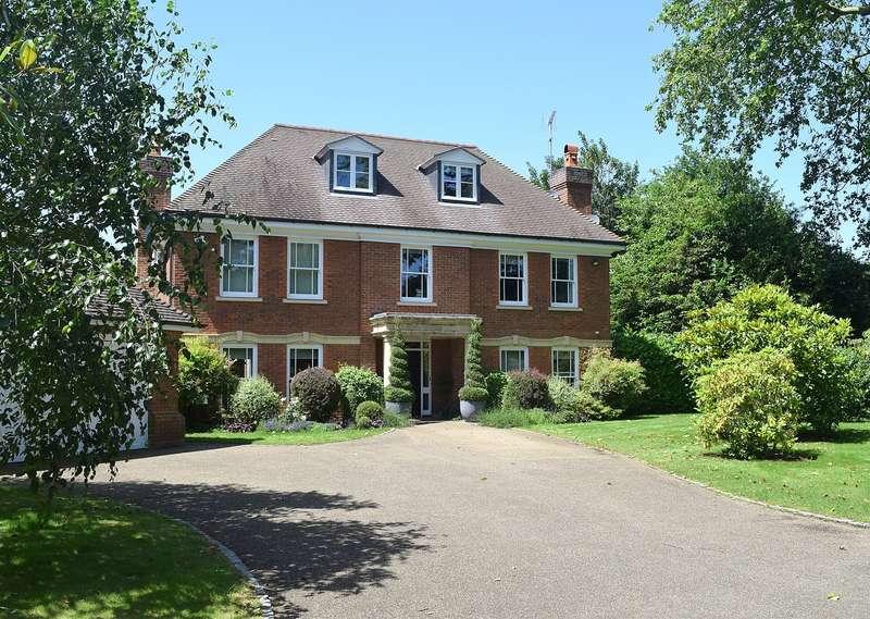 5 Bedrooms Detached House for sale in Chargate Close, Burwood Park, Walton On Thames, KT12