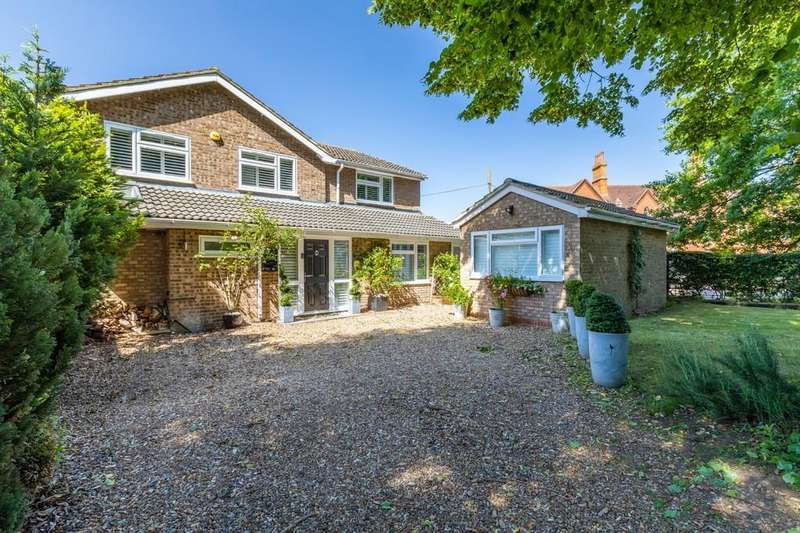 4 Bedrooms Detached House for sale in Hitchin Road, Shefford, Beds SG17 5JA