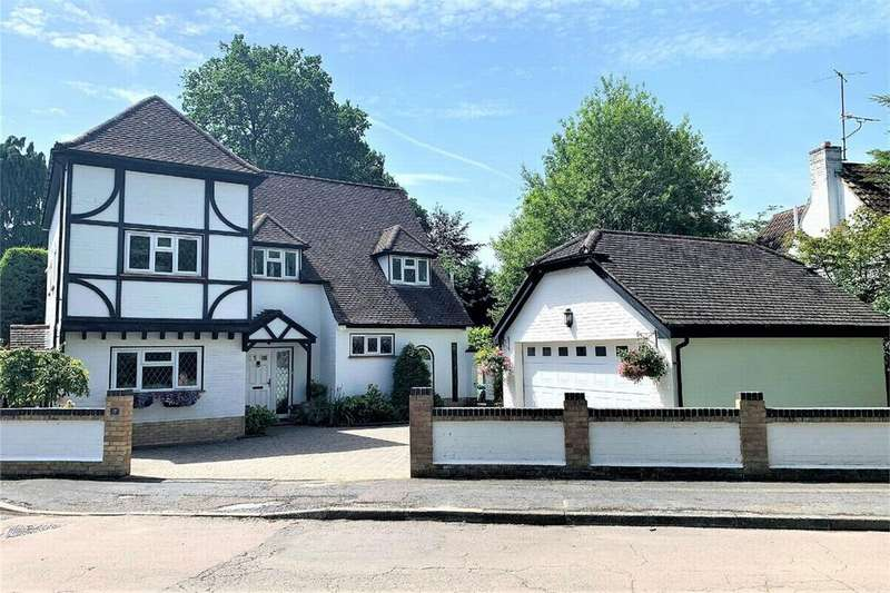 5 Bedrooms Detached House for sale in Kingsclear Park, CAMBERLEY, Surrey