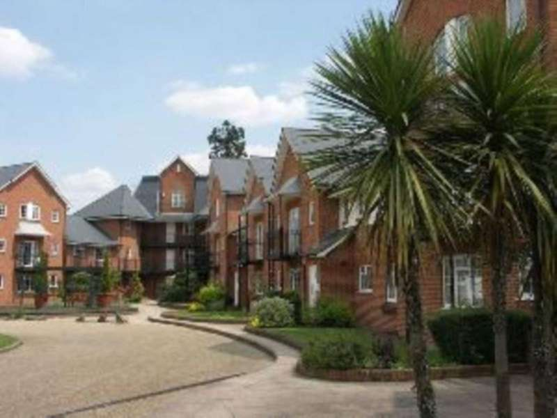 2 Bedrooms Apartment Flat for sale in St. Leonards Rd, Windsor