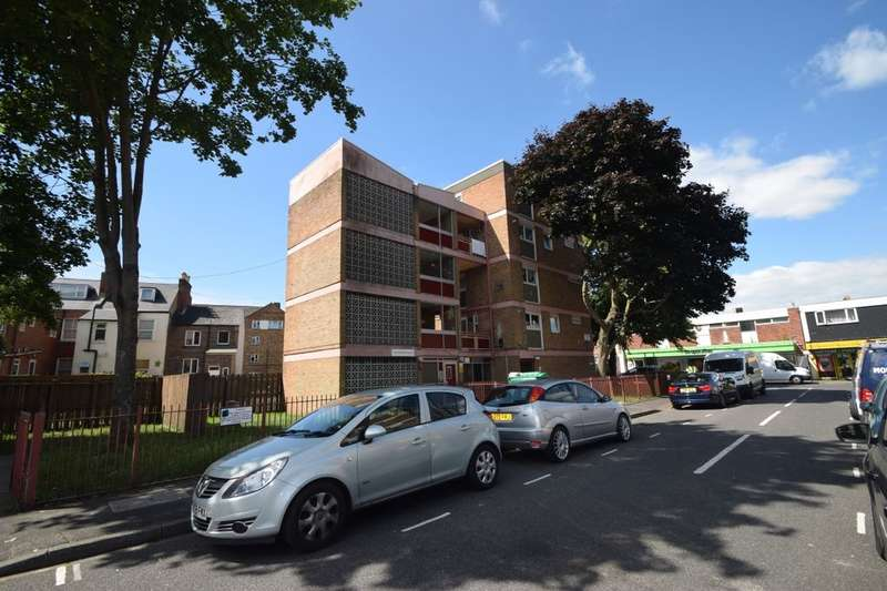 3 Bedrooms Flat for sale in Dunsmore Close, Southsea, PO5